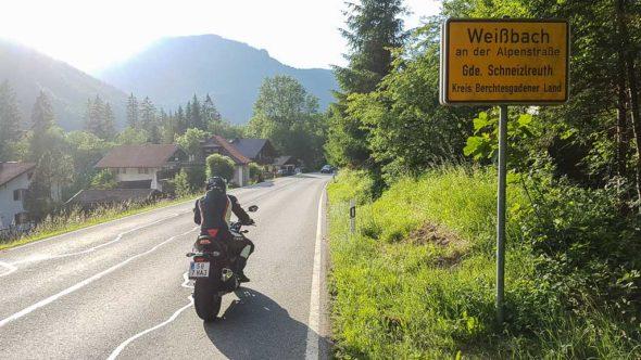Mit dem Motorrad in Weißbach an der Alpenstraße