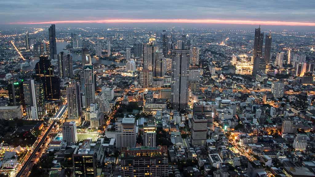 Bangkok von oben mit 360 Grad Rundum-Blick vom Mahanakhon Skywalk