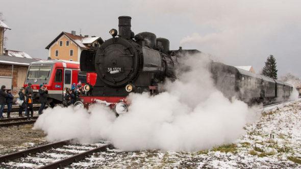 Dampfzug bei der Lokwelt Weihnacht in Freilassing