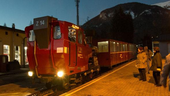 Schafbergbahn im Advent bei Nacht