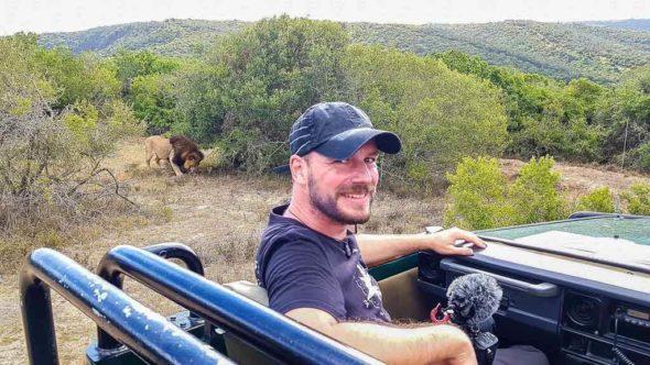 Andersreisender mit Tipps für die erste Safari in Südafrika