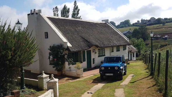 Cottage in Underberg, davor part der Suzuki Jimny