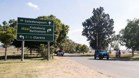 Schild mit der Aufschrift Caledonspoort Grenze