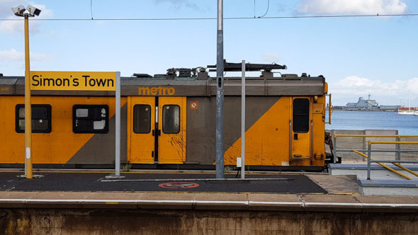 Metrorail Zug in Simon's Town in Südafrika