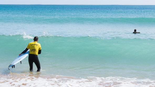 Aktivurlaub an der Algarve: Wellenreiten