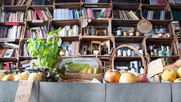 Obst- und Bücherladen in Óbidos