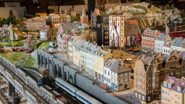 Bayerisch Eisenstein: Modellbahn im Bahnhof