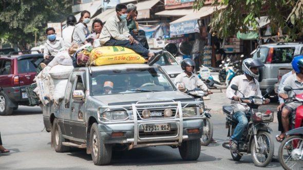 Reise auf der Pickup Ladefläche in Kambodscha