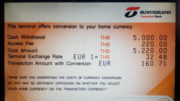 Währungsumrechnung am Geldautomaten in Thailand