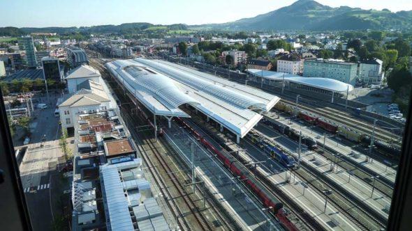 Salzburg Hauptbahnhof von oben