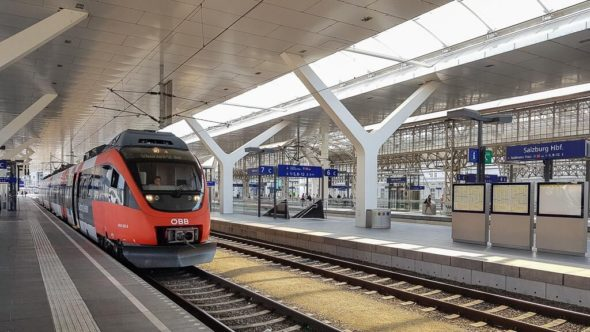 Zug Salzburg Hauptbahnhof Ankunft