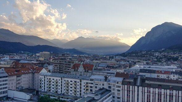 Innsbruck von oben vom Rooftop Restaurant des Adlers Hotels