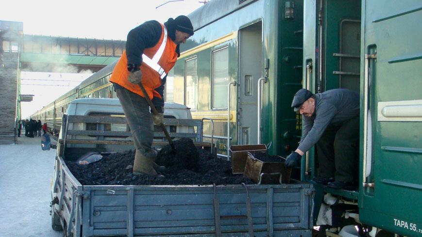 Bild: Kohle-Nachschub beim Waggon in Ulan-Ude
