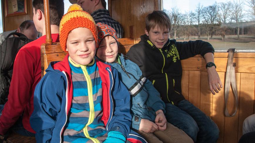 Bild: Kinder im Adventsonderzug der SLB