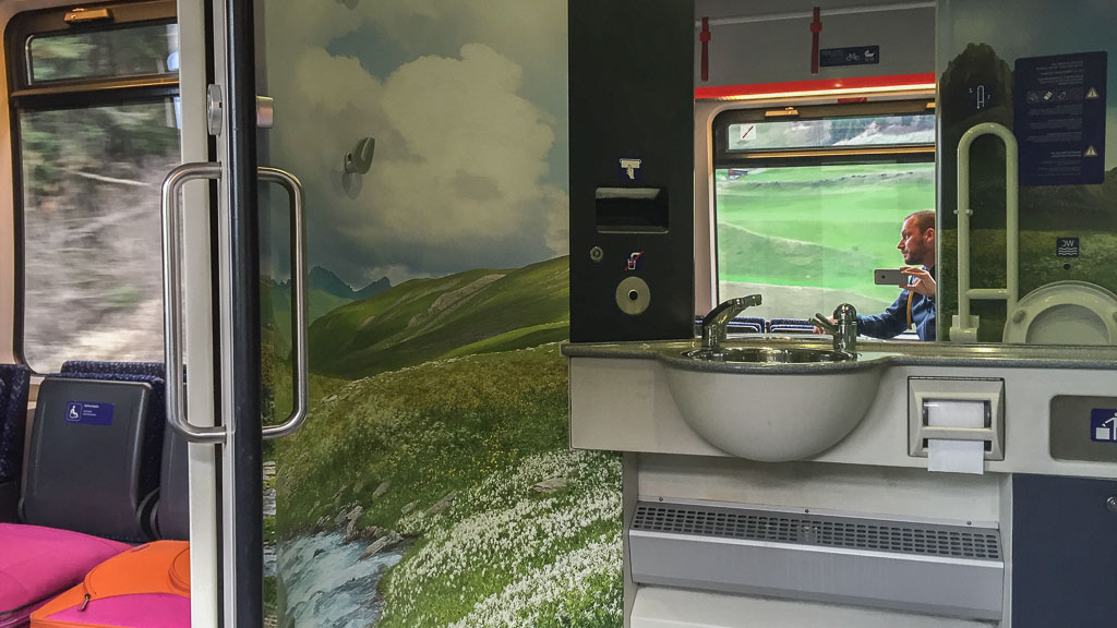 Design-Toiletten in ÖBB-Zügen entführen in andere ...